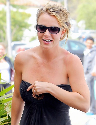 Бритни Спирс в откровенном платье