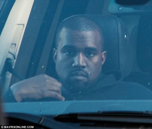 Канье Уэст проигнорировал Ким, хотя находился в Лос-Анджелесе