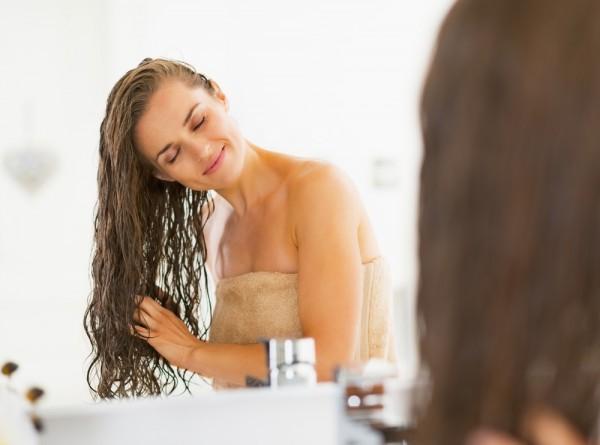Применяйте кондиционер только на длину волос