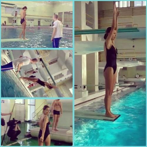 Виктория Боня учится прыгать в воду