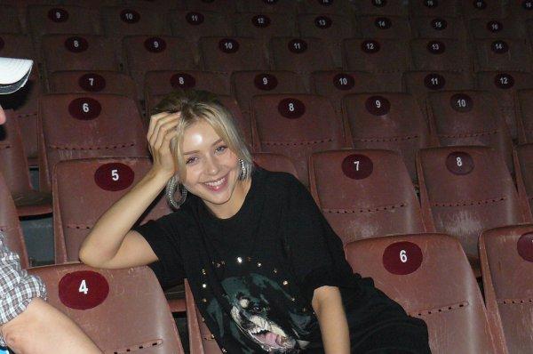 Тина Кароль показала, как выглядит без макияжа