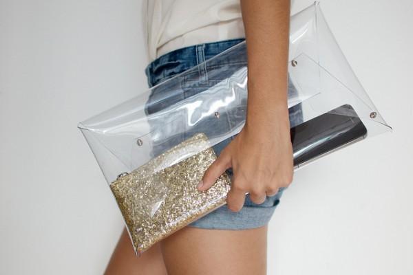 Прозрачный клатч из пластика