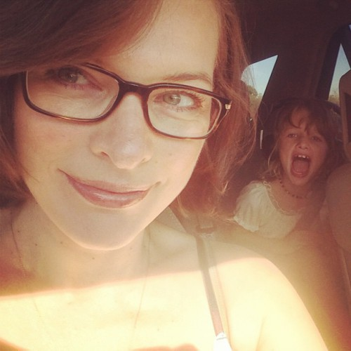 Мила Йовович показала фото с дочерью