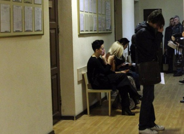 Даша Астафьева у кабинета судьи