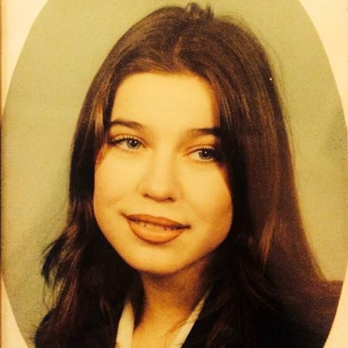 Елка показала школьную фотографию