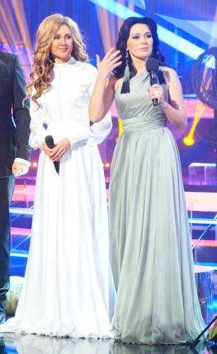 Ева Бушмина (слева) спела трогательную песню