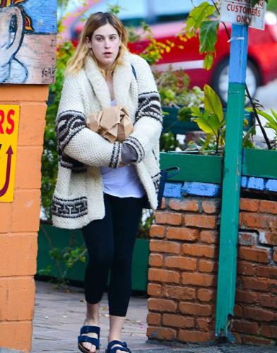 Дочь Брюса Уиллиса и Деми Мур ходит по улице в потрепаном виде