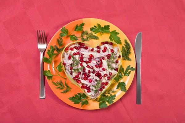 Салат в виде сердца на День Валентина