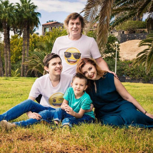 Степан Казанин с семьей фото
