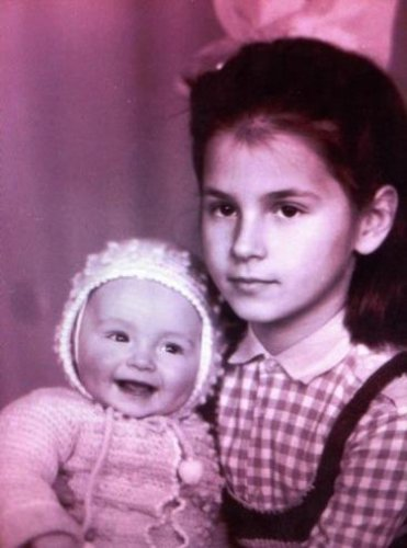 Маша Ефросинина с сестрой Лизой