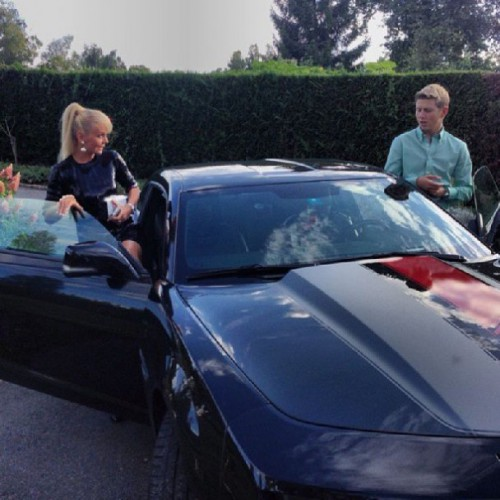 Сын Валерии водит дорогое авто