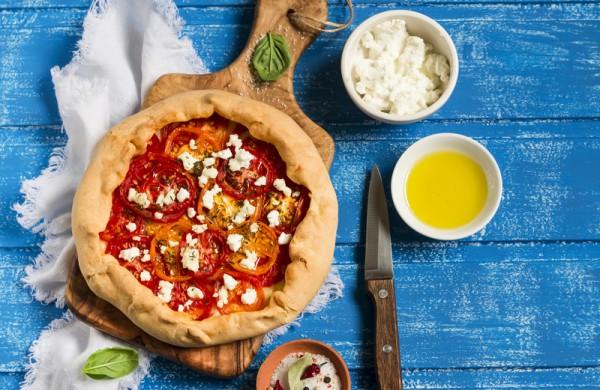 Галета с томатами и сыром