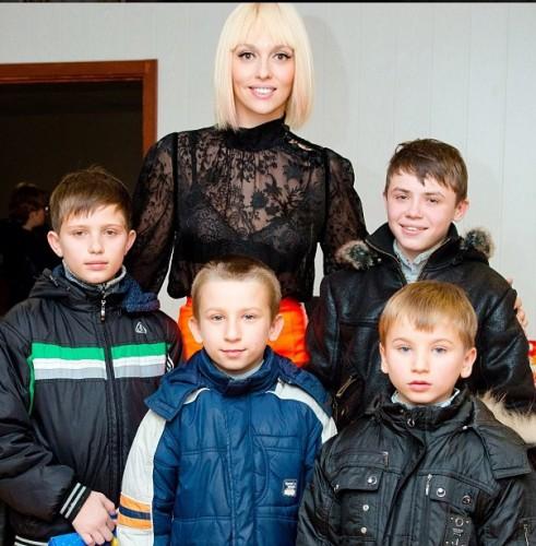 Оля Полякова занялась благотворительностью