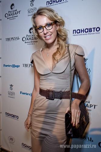 Ксения Собчак сделала пирсинг в ухе в трех местах