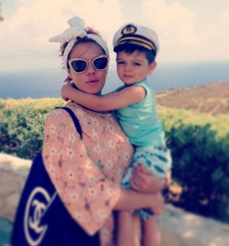 Анастасия Стоцкая отдыхает с сыном на Крите