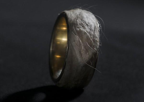 Дизайнерское кольцо из человеческой кожи можно купить за $500 тысяч