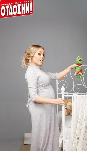 Певица Alyosha беременна