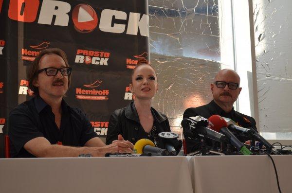 Группа Garbage во время пресс-конференции перед выступлением на фестивале ProstoRock 2012