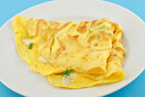 Омлет с сыром и луком
