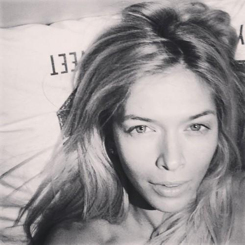 Вера Брежнева сфотографировала себя перед сном