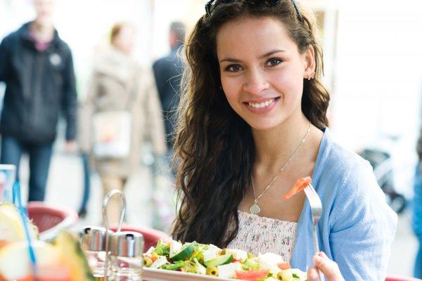 Узнай, когда есть жирную пищу, чтобы ее компоненты равномерно распространялись по телу