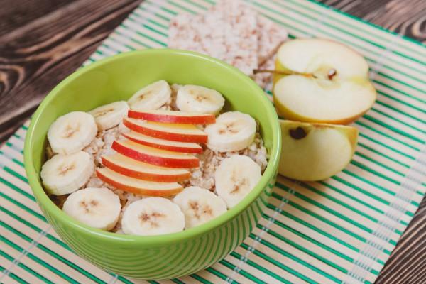 Овсянка с яблоками и бананами