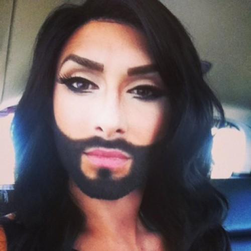 На конкурсе Евровидения-2014 от Австрии выступит гламурный бородатый трансвестит Кончита Вюрст. Артист решил повторить успех Дианы Интернешнл.