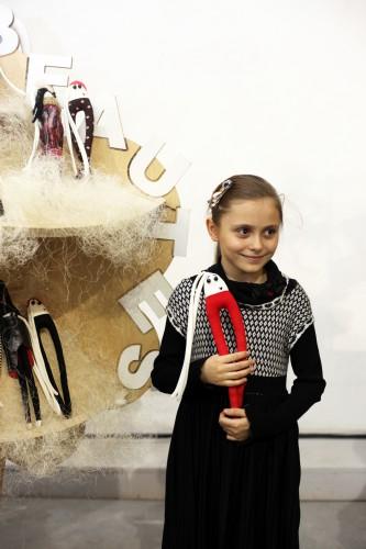 Младшая дочь Ольги Сумской, Аня, в платье, которое ей подарила крестная мама Влада Прокаева