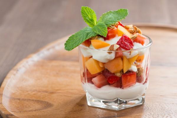 Полезный завтрак с фруктами
