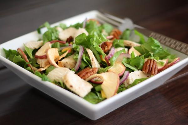 Яблочный салат с орехами
