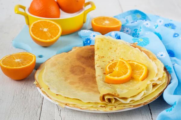 Как приготовить блины Ингредиенты:  2 яйца, 1-2 ст.л. сахара, соль, 6-7 ст.л. муки, 400-500 мл молока, 1 ст.л. растительного масла