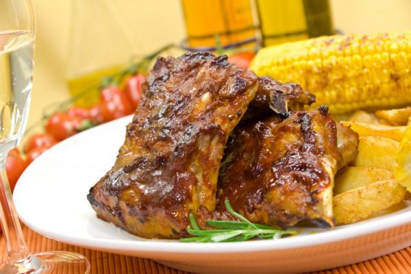 Рецепт                  Свиные ребрышки на гриле с кукурузой