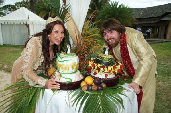 Эвелина Бледанс и ее муж Александр Семин сочетались браком на Маврикии