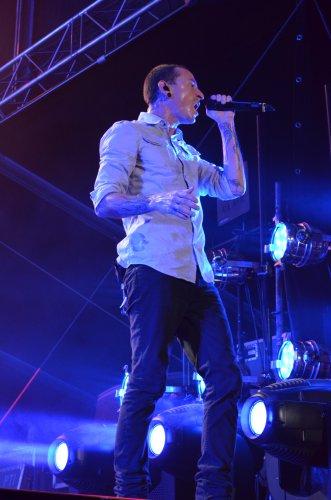 Честер Беннингтон из Linkin Park во время выступления на фестивале ProstoRock 2012
