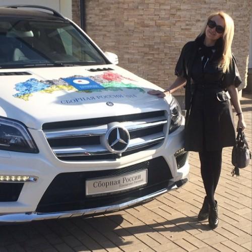 Яна Рудковская похвасталась новым автомобилем