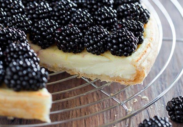 Рецепт                  Пирог из слоеного теста с ежевикой