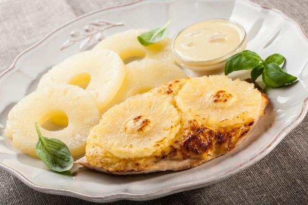 Курица с ананасами в духовке