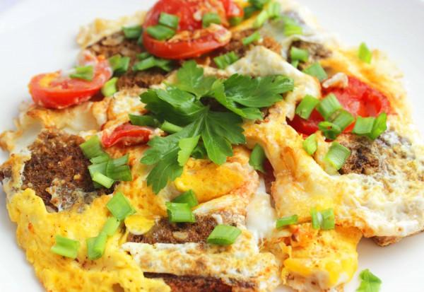 Рецепт                  Яичница с помидорами и гренками