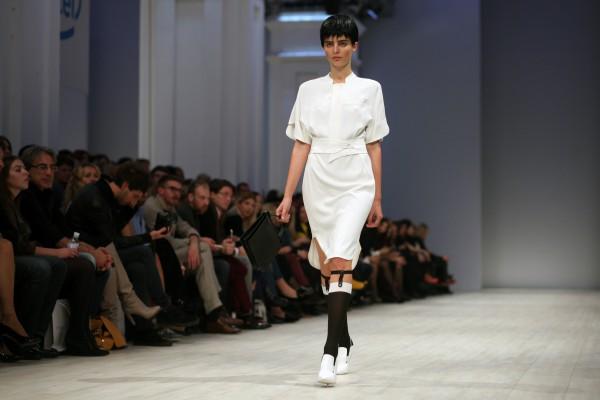 Белое платье в коллекции весна-лето 2013 BEVZA