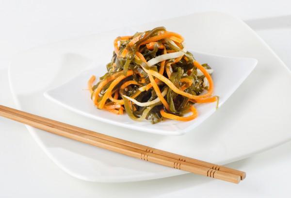 Салат с морской капустой по-корейски и имбирем