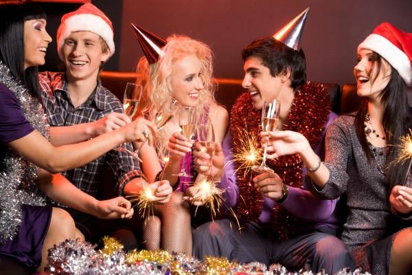 Выбирай прикольные поздравления с Новым Годом для друзей и коллег