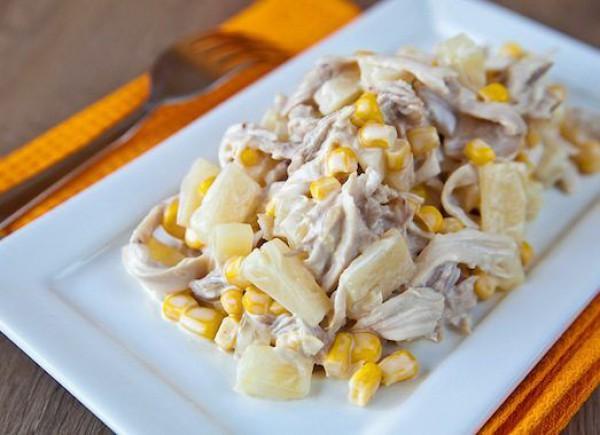 Салаты на 8 Марта: Аппетитный салат из курицы