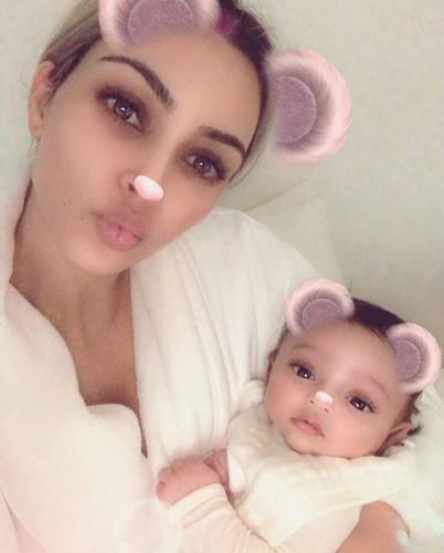 Ким Кардашьян с дочерью Чикаго фото