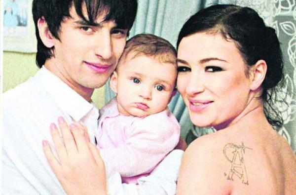 Анастасия Приходько с супругом Нуриком и дочкой Наной