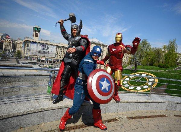 Настоящие герои фантастики гуляли в центре Киева