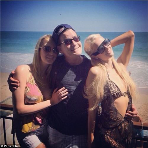 Чарли Шин повеселился с блондинками