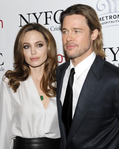 Анджелина Джоли пропустит похорон тети из-за Брэда Питта