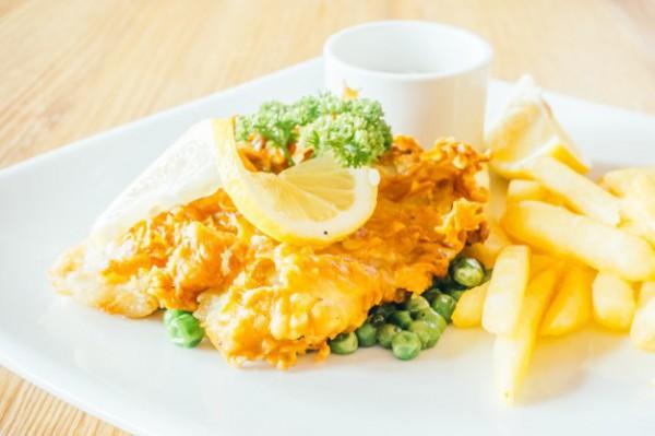 Запеченная рыба с картофелем и горошком