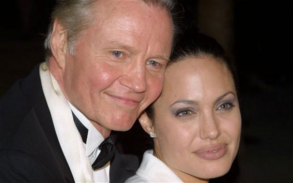 Отец Анджелины Джоли до последнего не знал об операции дочери