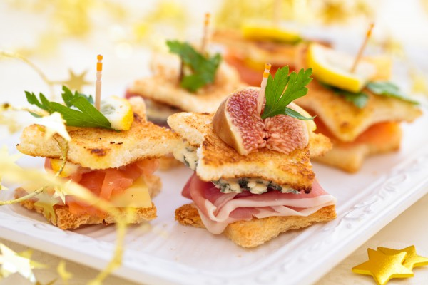 Новогодние канапе с лососем и сыром